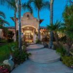Spectacular Home on Michaelangelo Dr. 3